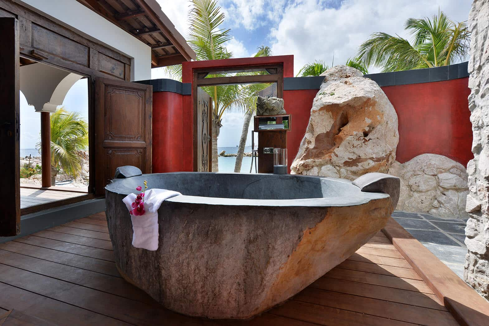 Superior-Beach-Front-Pool-Suite-Outside-Bath