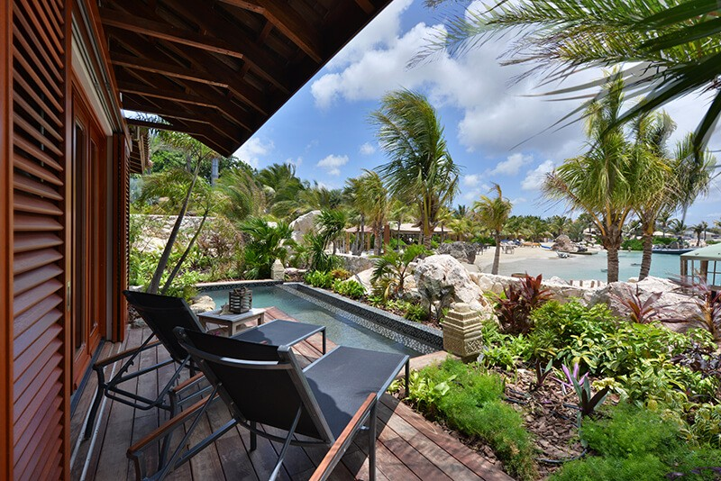 Beachfront-Pool-Suite-Private-Pool-and-View-of-Lagoon