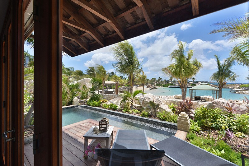 Beachfront-Pool-Suite-Private-Pool-and-View-of-Lagoon2