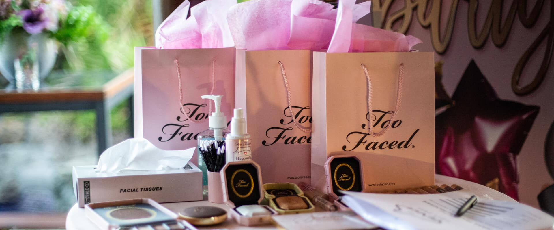 Too Faced Friends of Baoase