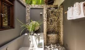 Banyan Tree-outdoor-bathroom-min